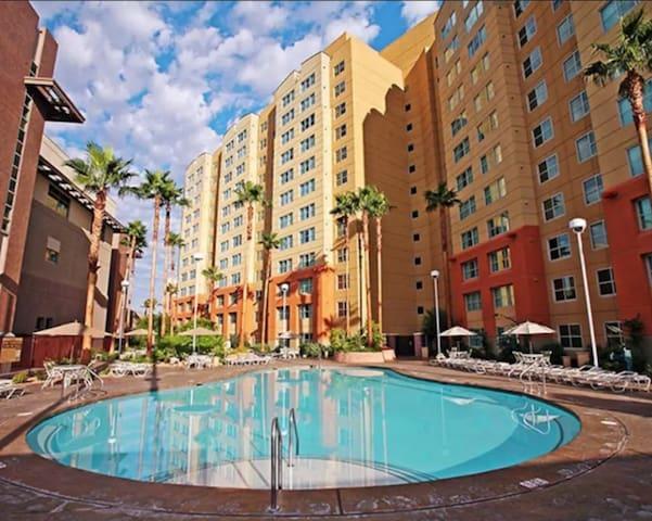 *Large Resort Suite@Grandview on Las Vegas Blvd*