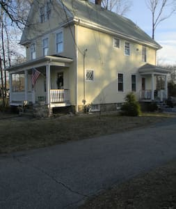 Tranquail home & neighborhood of tradtional homes - Easton - House