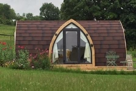 Luxury Coubtryside Glamping Pod 'Lily'
