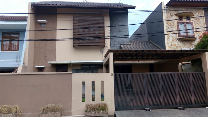 cozy house at middle bandung - Bandung - Hus