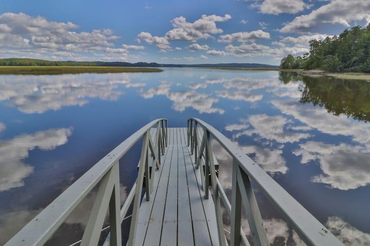 Bayfront cabin w/ incredible views & shared dock - ideal for hunting/fishing!