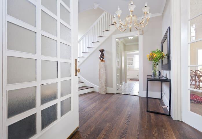 Cozy Room in  Historic District - Hartford - Casa