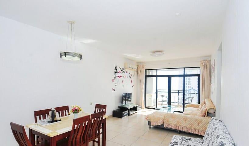 海景两房一厅21B客厅,沙发+茶几+电视柜+餐桌椅