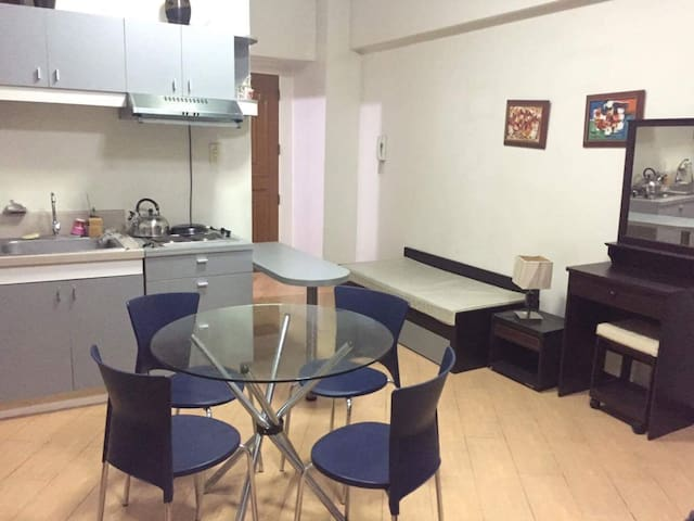 Studio + pocket wifi: St Lukes Hosp - Quezon City - Apartment