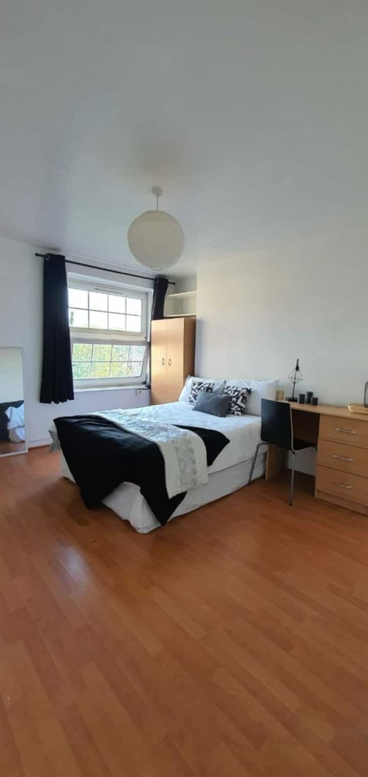 Central London Room near Station