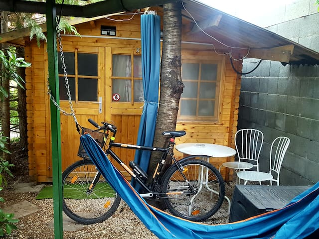 Chalet, wifi, BBQ, hotshower, garden terrace,bike