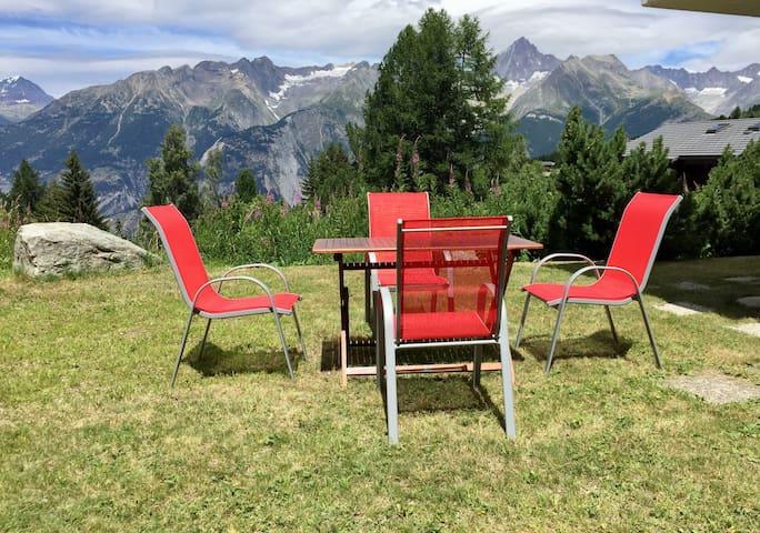 Ferienwohnung mit Charme, Bergblick & Gartenplatz