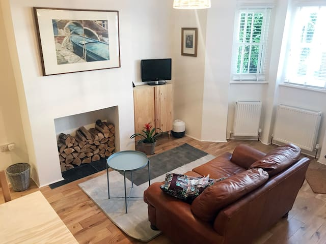 Spacious studio in Telegraph Hill, Zone 2, London