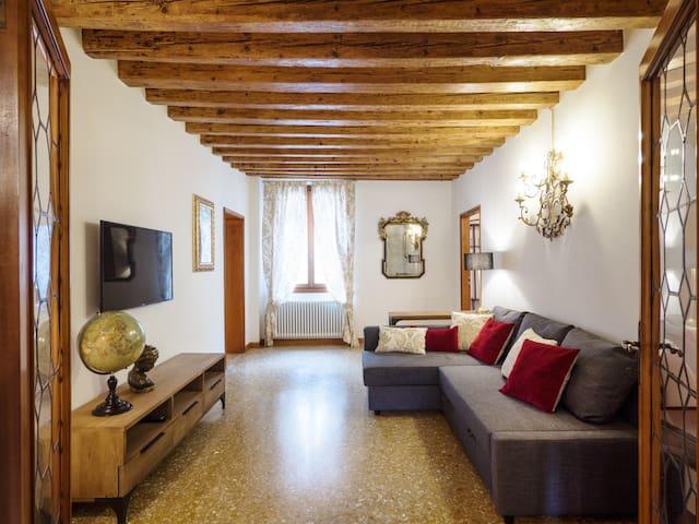 Monkey-House Venezia