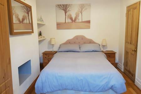 Lovely downstairs room near beach  - Cleethorpes - House