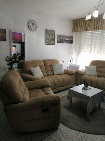 להשכרה דירה בת 3 חדרים מיקום מעולה