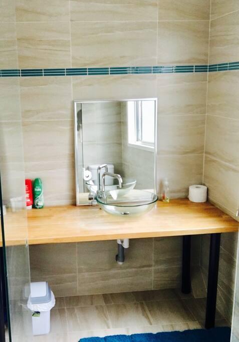 Sandstone tiling, terrific shower feature.