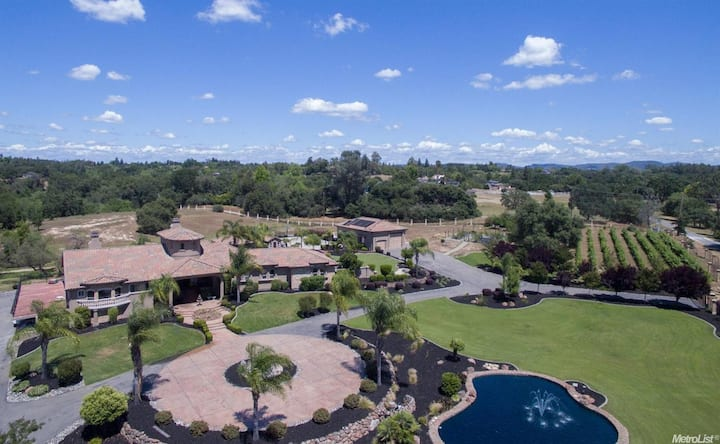 Giant country estate, but close to amenities