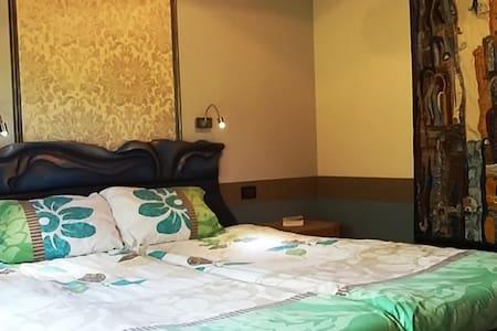 Turquoise  Room with ensuite bathroom - Cluj-Napoca - Villa