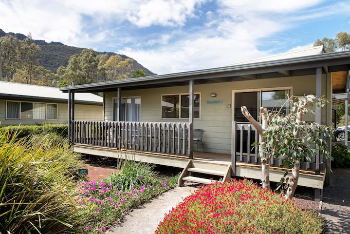 Awonga Cottages, Grevillea
