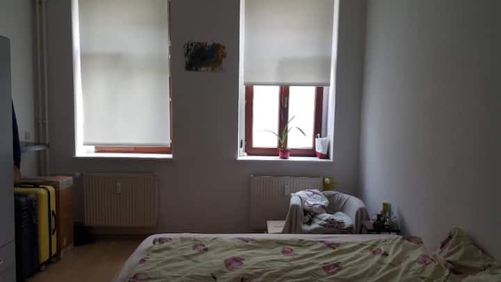 Günstiges & großes Zimmer