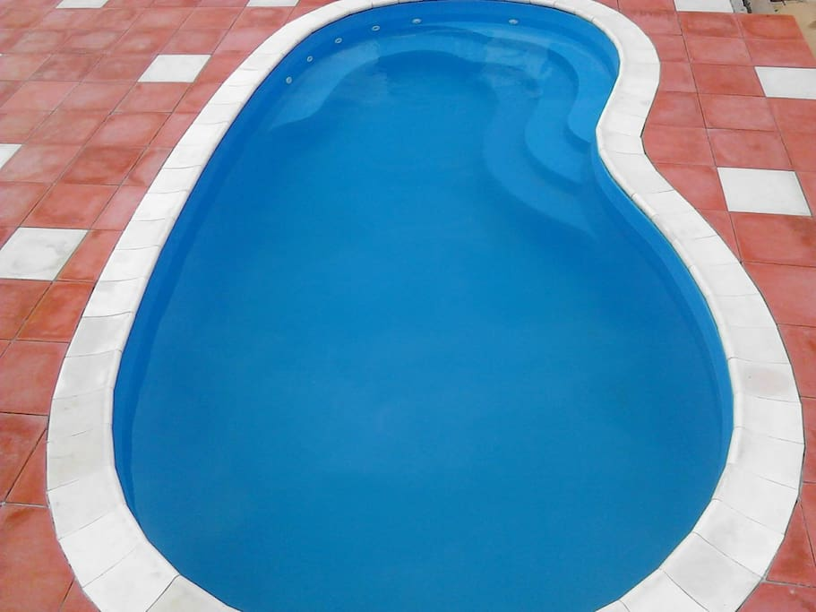 Swimming pool with inbuilt jaccuzi