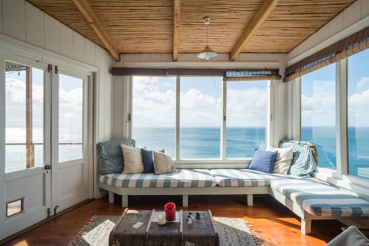 Whale Cove Cottage- Watch Whales from your Window!