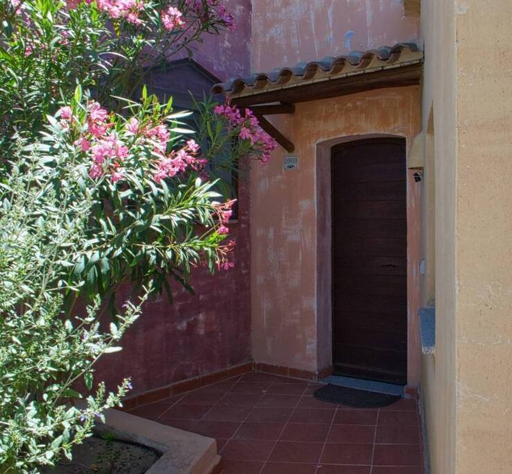 Your Front Door - Private And Welcoming