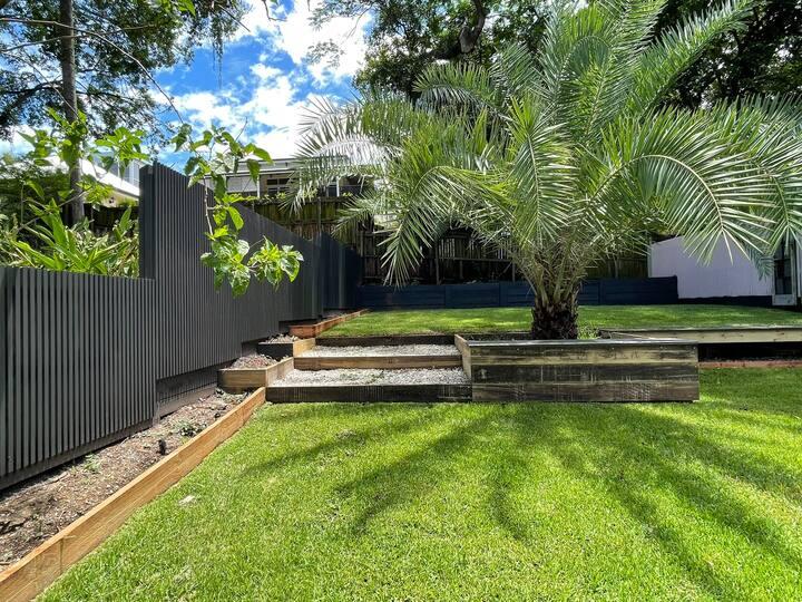 Queenslander in Inner City Oasis