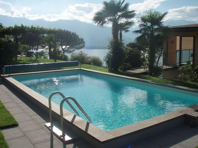Pool mit Blick Richtung Ascona
