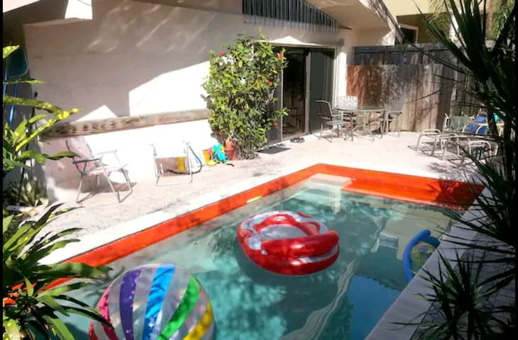 Private Room with Parking + Pool in Coconut Grove