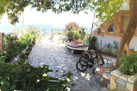 Sunny Villa next to the sea - Egira
