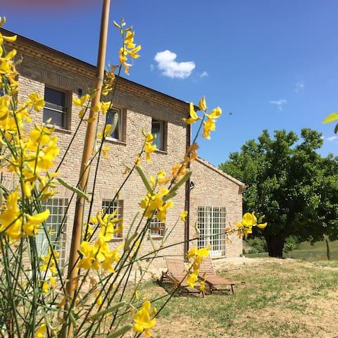 """""""Il Giardino nella Valle""""Agriturismo-Room Ginestra - Madonna del Sole"""