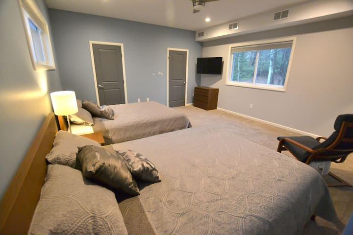 Master Bedroom Third Floor, Queen Bed-2, 43 Inch Smart TV