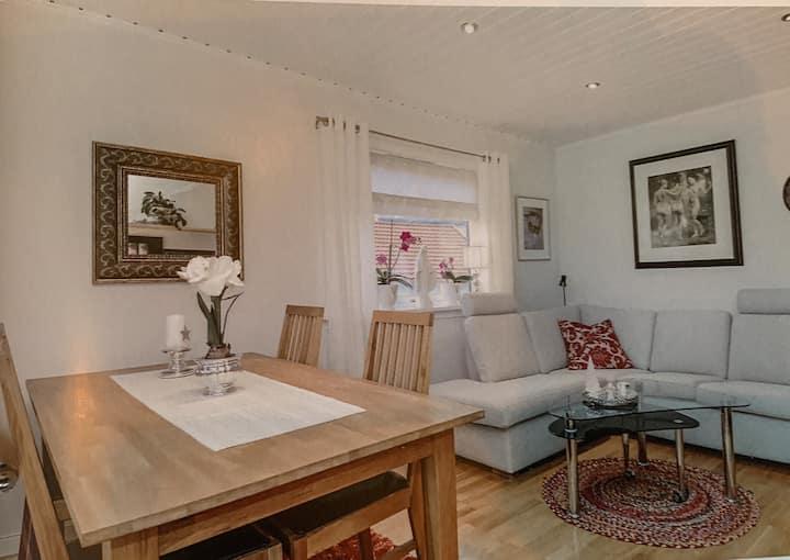 Koselig og moderne leilighet med veranda i 2. etg