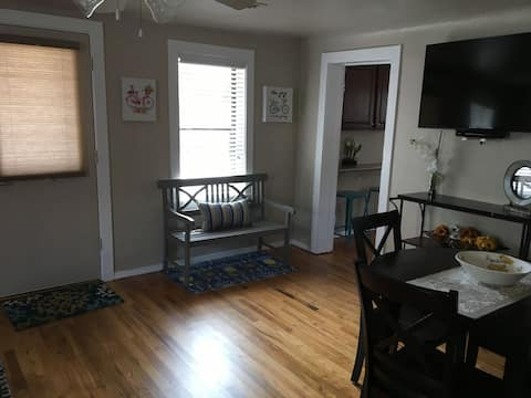 Quaint 1 Bedroom House Downtown Flagstaff