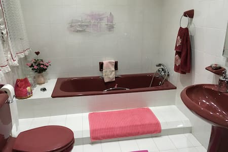 Lovely Double Bedroom with private bathroom. - Ir-Rabat - 独立屋