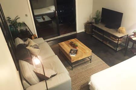 Stunning Midtown Studio: Marta, Piedmont Park - Atlanta - Apartment