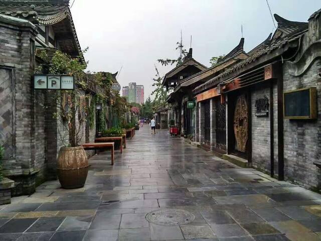 雨后. 古巷子. 生活在这里