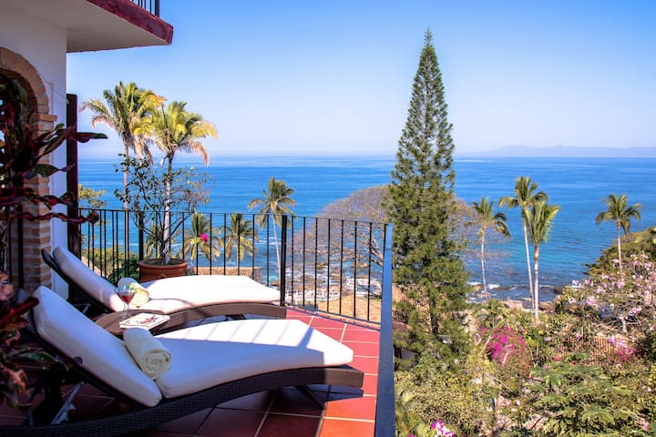 MILLION DOLLAR VIEW and only steps from the beach - Puerto Vallarta - Kondominium