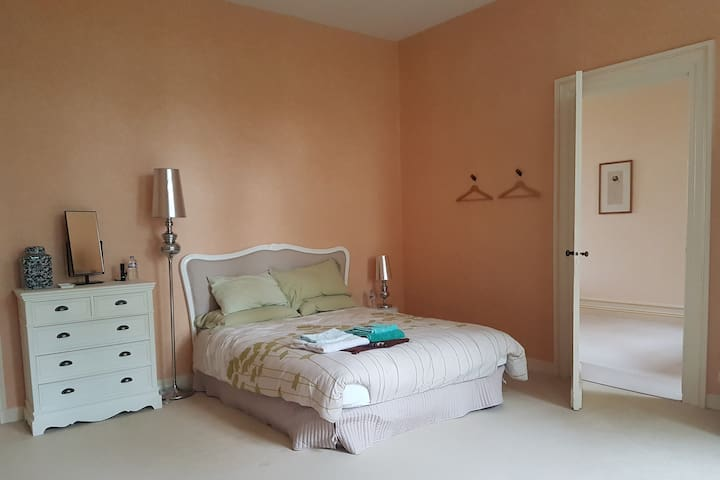 2nd bedroom with 2 queen size bed - Park side view