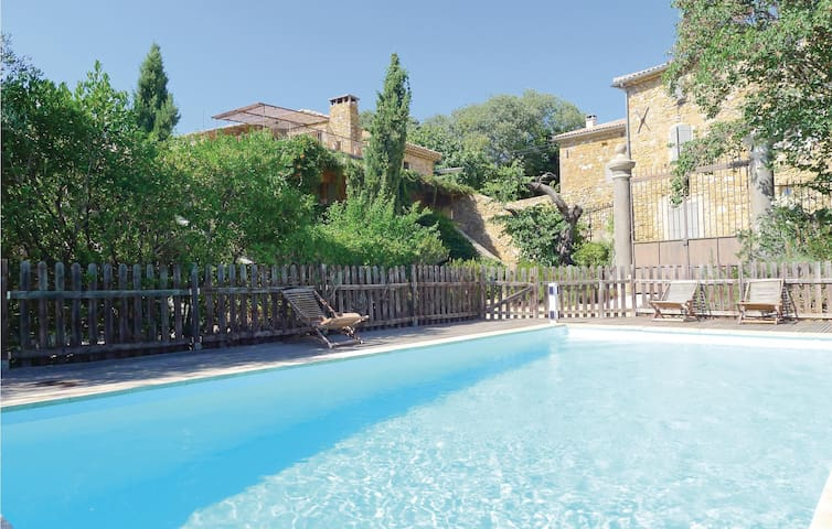 Holiday cottage with 4 bedrooms on 200 m² in Uzès
