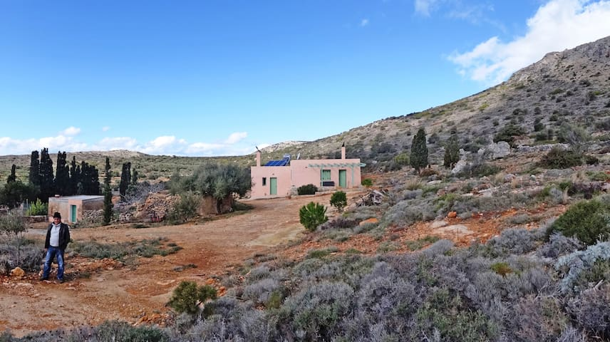 Energy autonomous house at the foot of a mountain - Kythira - Dům
