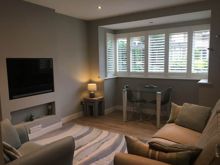 Stunning Kingston 2 bed moments from Richmond Park