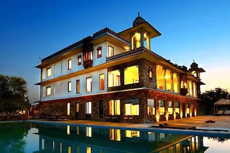 12 Bedroom Luxury Heritage Villa w/ Pool, Jojawar