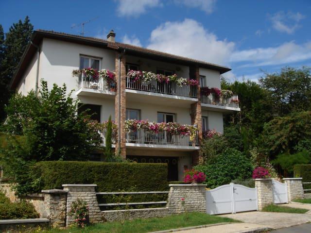 Logement au calme proche de Paris - Jouy-en-Josas - Daire