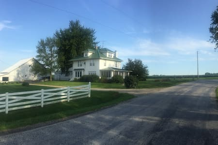 A picture perfect farmhouse near Iowa City - Iowa City - Ház