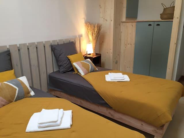 Ces deux lits peuvent aussi être jumelés afin de de vous offrir un grand lit double.
