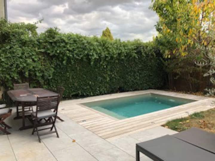 1 chambre calme dans maison avec piscine