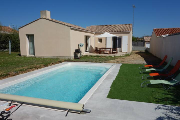 Modern house with pool walking distance to the sea