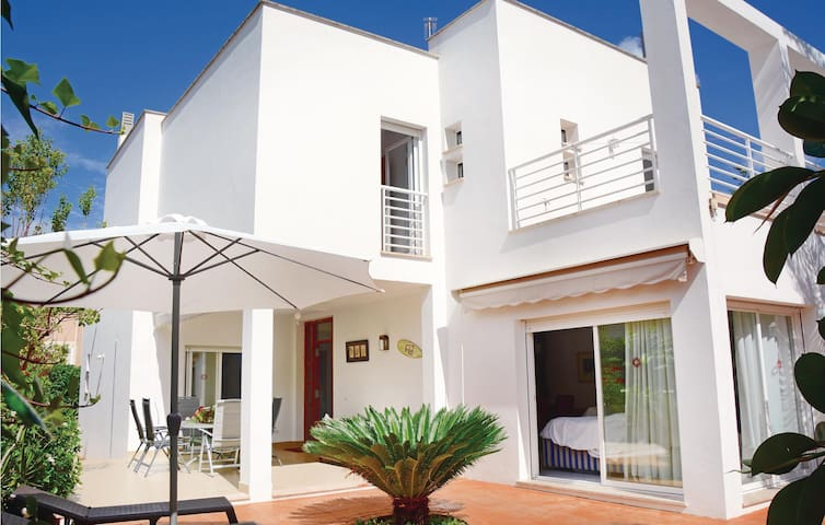 Holiday cottage with 5 bedrooms on 340 m²