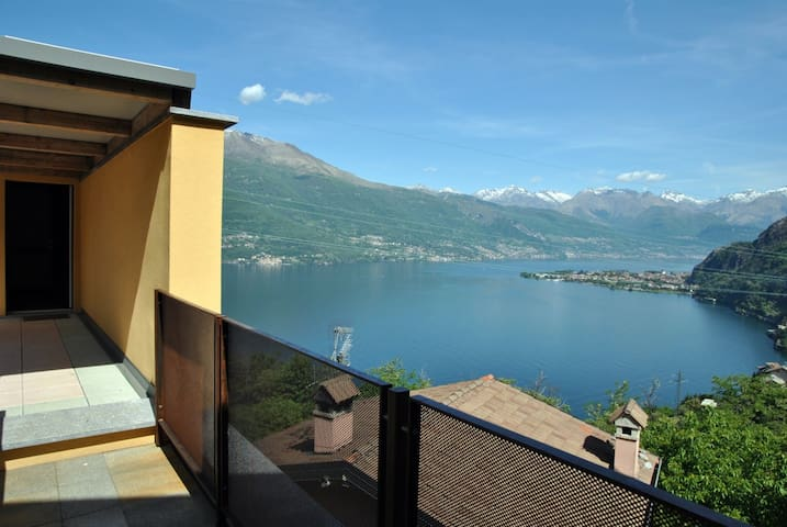 Villa Mary - Yellow Apartment with amazing view.