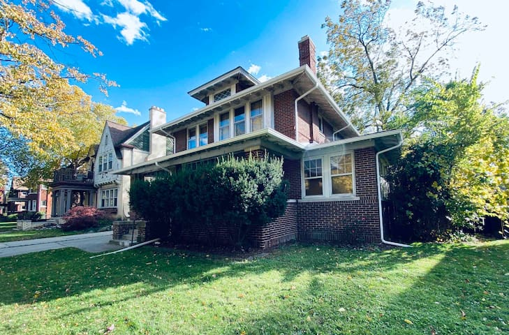 Music-Friendly, Cozy Detroit-Style Colonial