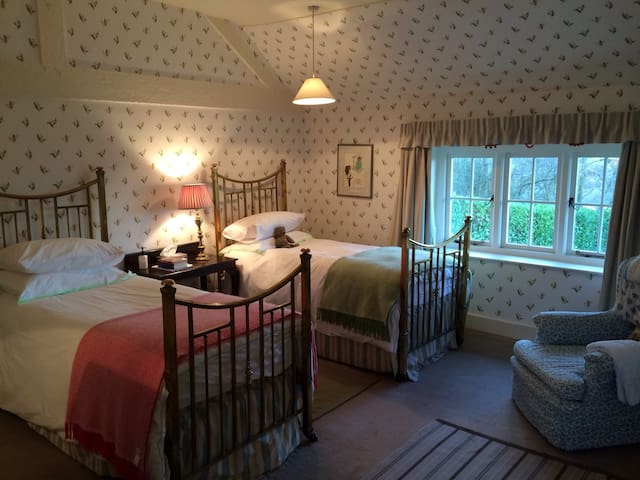 Spacious and light twin bedroom - Malvern - Bed & Breakfast