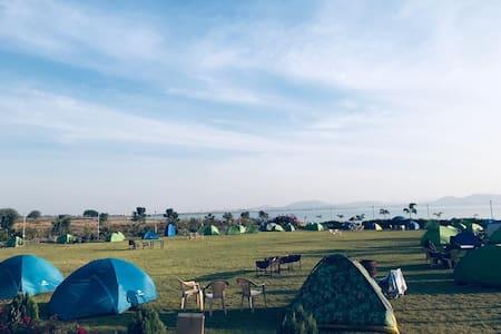 Rivercrest waterside camping